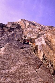 Chris McNamara leading the 1st pitch of the Cobra Pillar, Mt. Barrill...