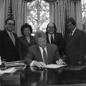 bill clinton signing the apology resolution