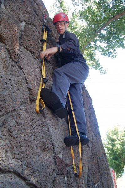 Defying gravity on the solo hooking traverse